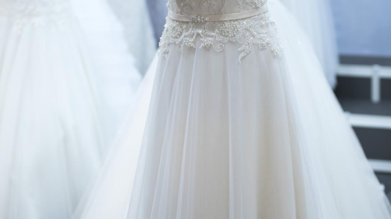 8ea35f66e8ae Din Drömklänning är en bröllopsbutik i Göteborg där ni hittar många olika  typer av brudklänningar som passar alla smaker, figurer och plånbok.
