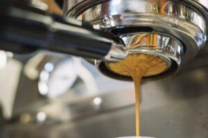 Förklara kaffe och kaffemaskiner för en som inte förstår