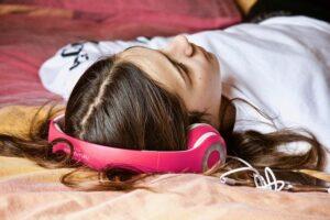 Ljudböcker ökar samtidigt som allt färre läser fysiska böcker