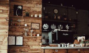 Presentbutik som säljer träleksaker och inredning